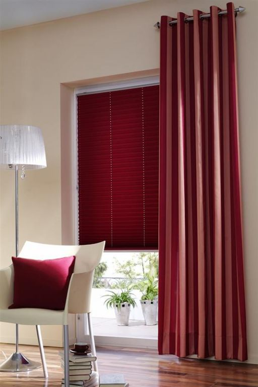 gardinen rollos jalousien der klassiker im gardinen vorhnge rollos jalousien ikea rollo wei. Black Bedroom Furniture Sets. Home Design Ideas